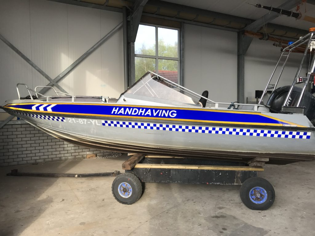 handhaving signing voertuig boot belettering sign
